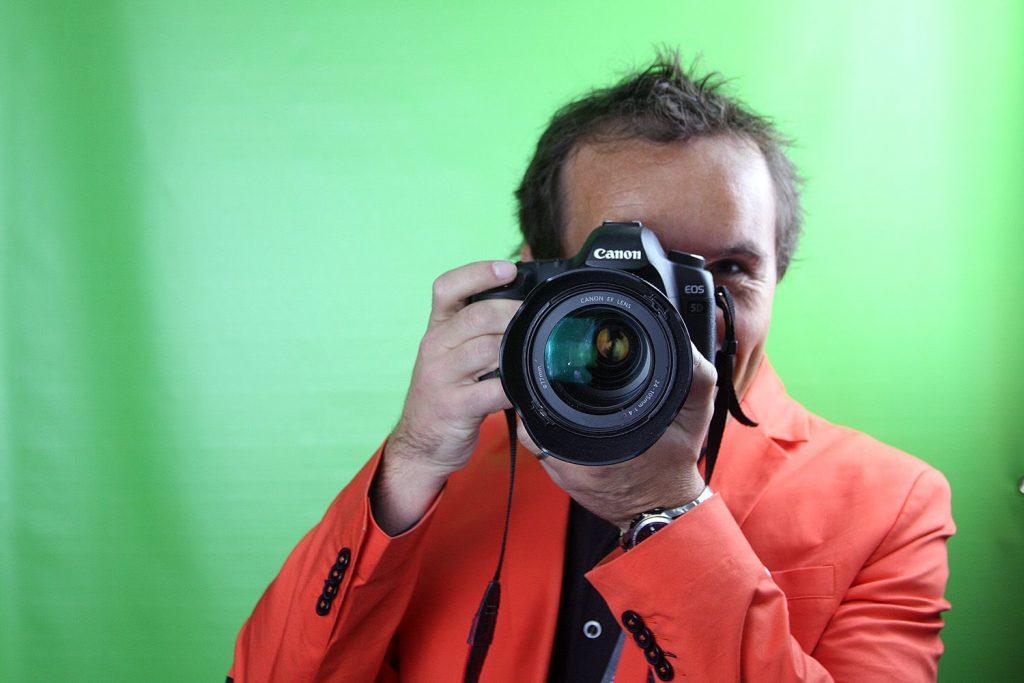 Antoine Després, spécialiste de l'agence de communication PLUSCOM en conseil d'image à La Rochelle.
